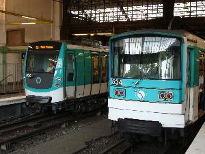 A la station Gare-d'Austerlitz, sur la ligne 5, un MF 67 croise une nouvelle rame du MF 01, photo Philippe-Enrico Attal