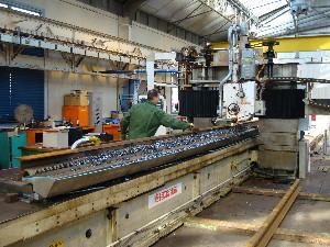 Découpage d'un rail destiné à une aiguille, photo Philippe-Enrico Attal