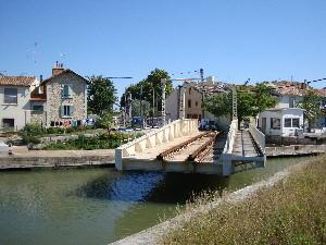 Le pont mobile d'Aigues-Mortes sur la ligne Nîmes-Le-Grau-du-Roi, photo Philippe-Enrico Attal