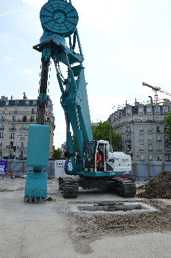 Porte de Clichy à l'emplacement de la future station de la ligne 14, on procède à un premier forage symbolique, le 11 juin 2014 photo Philippe-Enrico ATTAL