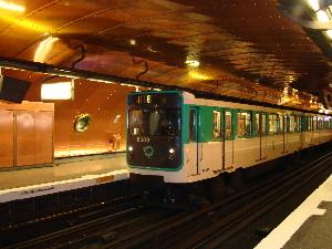 Une rame de la ligne 11 à la station Arts-et-Métiers, photo Philippe-Enrico Attal